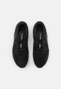Nike Performance - MC TRAINER - Sportschoenen - black/white - 3