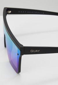 QUAY AUSTRALIA - HINDSIGHT - Sluneční brýle - matte black/rainbow - 2