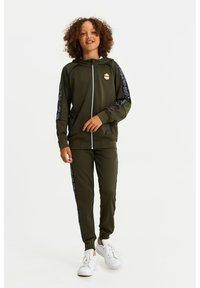 WE Fashion - Zip-up hoodie - dark green - 1