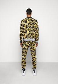 Versace Jeans Couture - PRINT NEW LOGO - Bluza - nero - 2