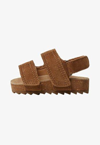Baby shoes - marron moyen