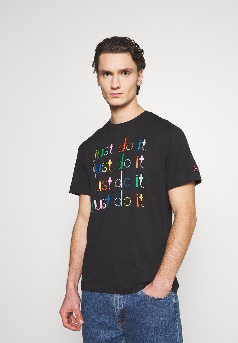Nike Sportswear - Camiseta estampada - black