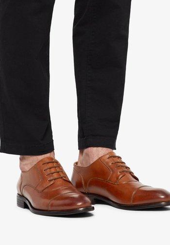 HERREN  - Šněrovací boty - cognac