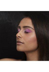 Nyx Professional Makeup - SETTING SPRAY - Utrwalanie makijażu - 2 dewy - 3