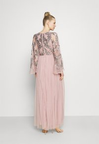 Maya Deluxe - CAPE SLEEVE MAXI DRESS WITH FLORAL EMBELLISHMENT - Ballkjole - frosted pink - 2