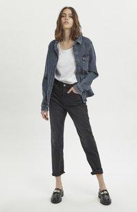 My Essential Wardrobe - Button-down blouse - medium blue retro wash - 1
