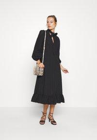 We are Kindred - BRONWYN MIDI DRESS - Košilové šaty - black - 1