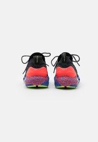 Under Armour - HOVR PHANTOM 2 GLOW - Neutral running shoes - black - 2