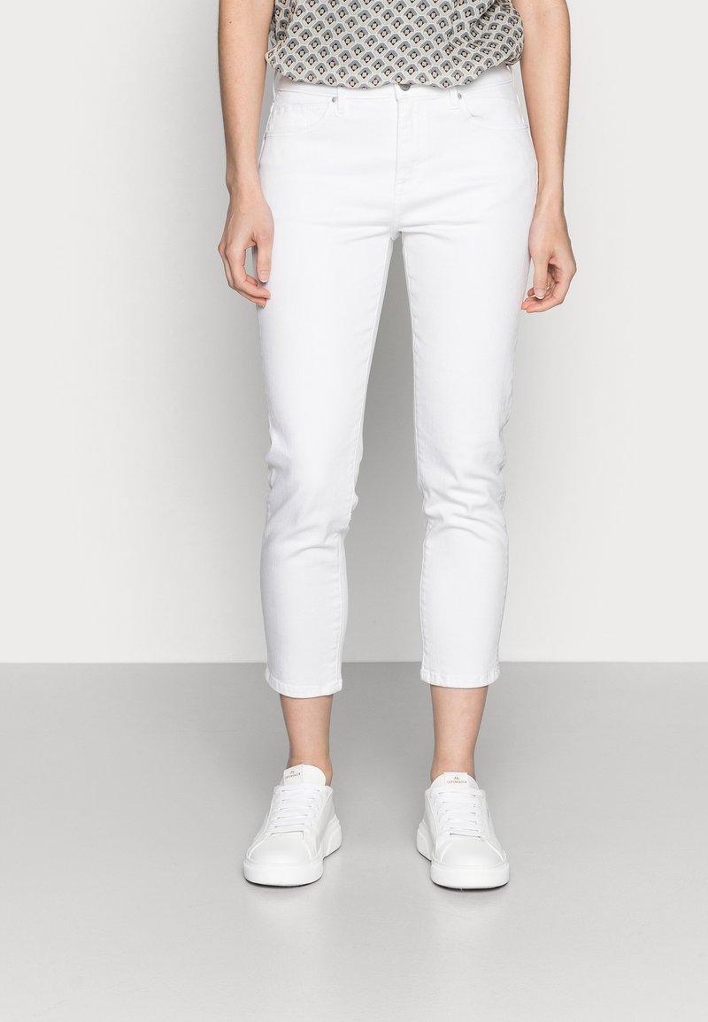 Esprit - SLIM CAP - Slim fit jeans - white