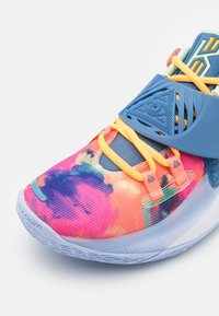 Nike Performance - KYRIE LOW 3 - Basketball shoes - atomic pink/stone blue - 5