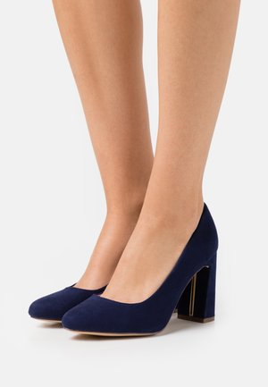WIDE FIT DEEDEE COURT - Zapatos altos - navy
