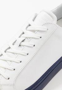 GARMENT PROJECT - TYPE - Tenisky - white/navy blue - 5