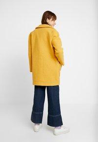 TWINTIP - Short coat - mustard - 2