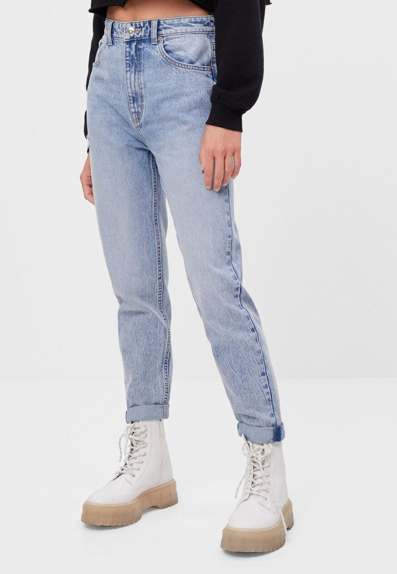 Bershka - MIT UMSCHLAG  - Relaxed fit jeans - blue denim