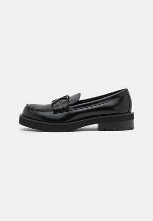 NICKOLL - Nazouvací boty - black