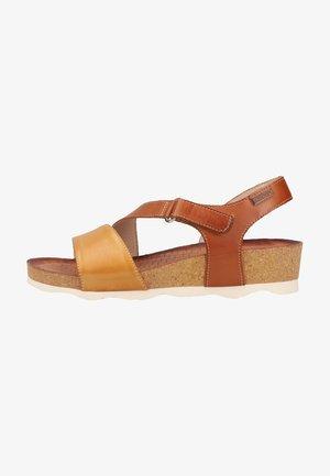 Sandalen met sleehak - honey