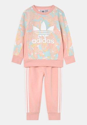CREW SET - Tuta - pink tint/multicolor/haze coral