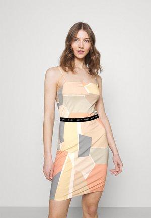 GLEN ASPEN DRESS - Žerzejové šaty - peach multi