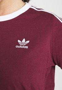 adidas Originals - 3 STRIPES TEE - T-shirt print - victory crimson - 5