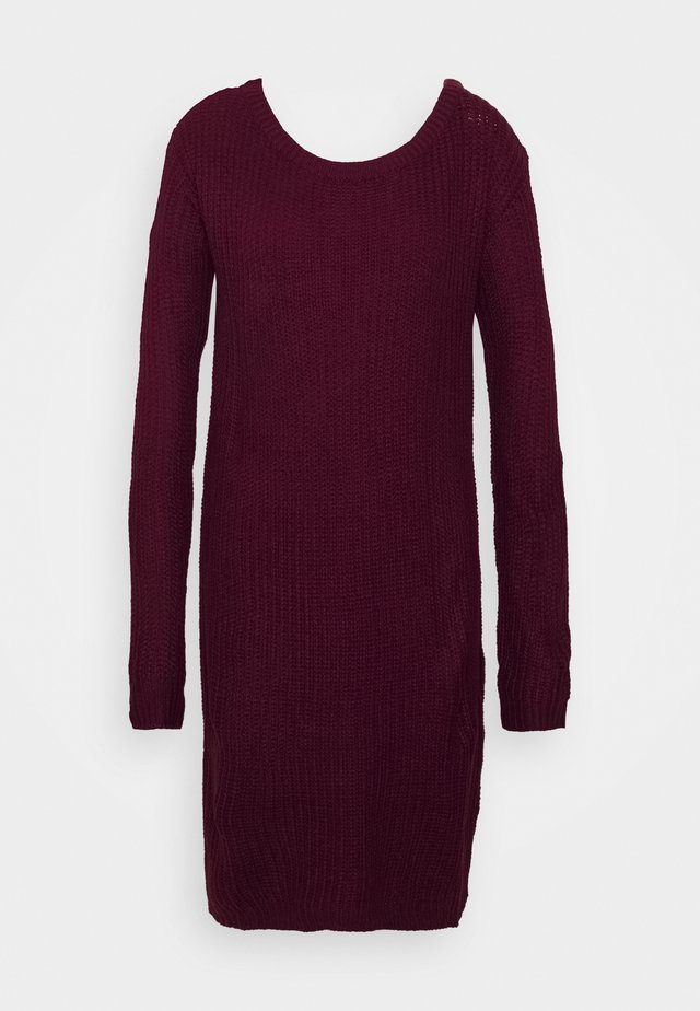 AYVAN OFF SHOULDER JUMPER DRESS - Gebreide jurk - burgundy