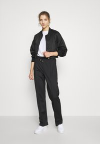 ONLY - ONLJACKIE CROPPED JACKET  - Bomber Jacket - black - 1