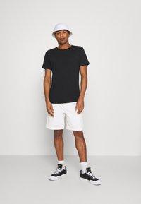 Scotch & Soda - Basic T-shirt - black - 1
