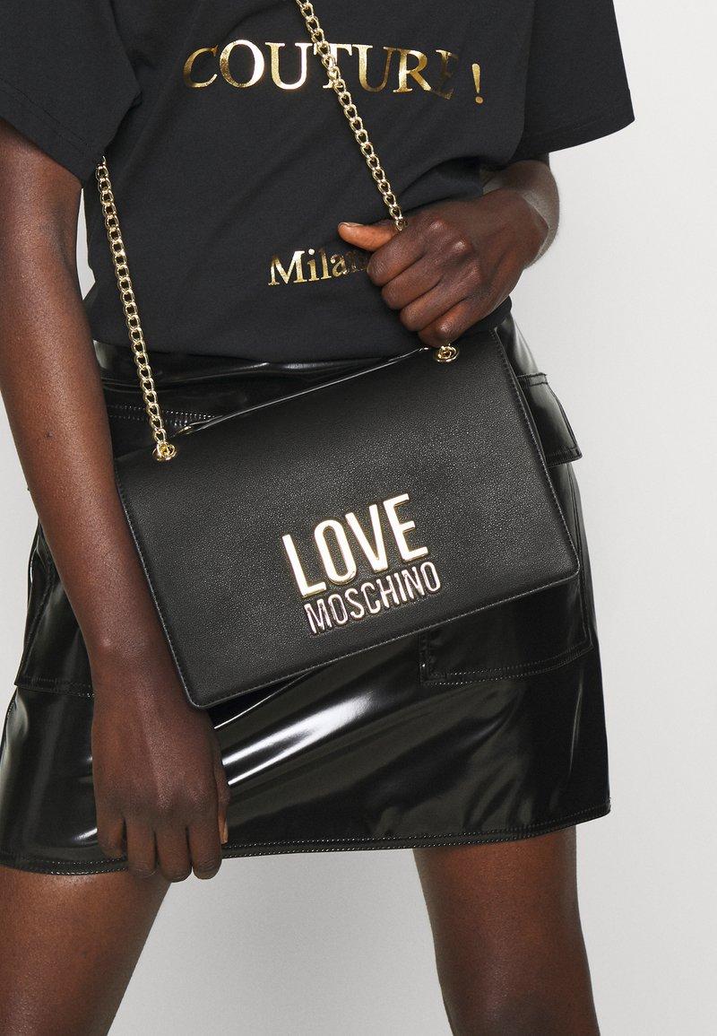Love Moschino - NEW LOGO CHAIN FLAP XBODY - Across body bag - black