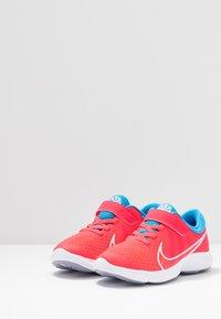 Nike Performance - REVOLUTION 4 DISRUPT - Nøytrale løpesko - red orbit/white/blue hero/indigo haze - 3