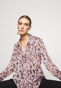 Milly - LEOPARD STRIPE BUTTON UP - Button-down blouse - pink multi - 4