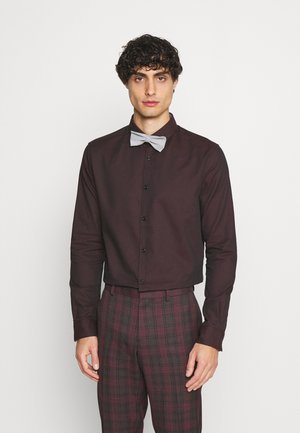 FITTED EASY CARE WITH BOWTIE - Shirt - burgundy/black