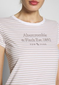 Abercrombie & Fitch - LONG LIFE LOGO - Print T-shirt - white - 4