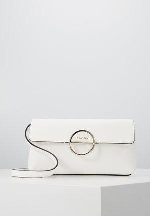 HOOP CLUTCH - Clutch - white