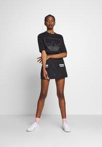 adidas Originals - FAKTEN TREFOIL SHORT SLEEVE TEE - Print T-shirt - black - 1