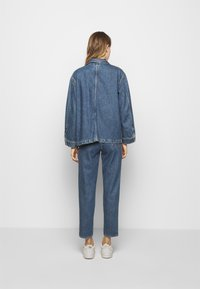 CLOSED - DEAR - Giacca di jeans - mid blue wash - 2