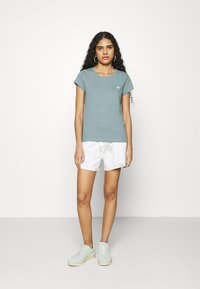 Abercrombie & Fitch - CREW 3 PACK - Jednoduché triko - pink/teal/white - 0