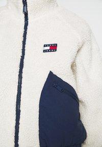 Tommy Jeans - REVERSIBLE JACKET - Winter jacket - twilight navy/white - 5