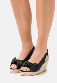 Vero Moda - VMFELIA WEDGE  - Platform sandals - black - 0