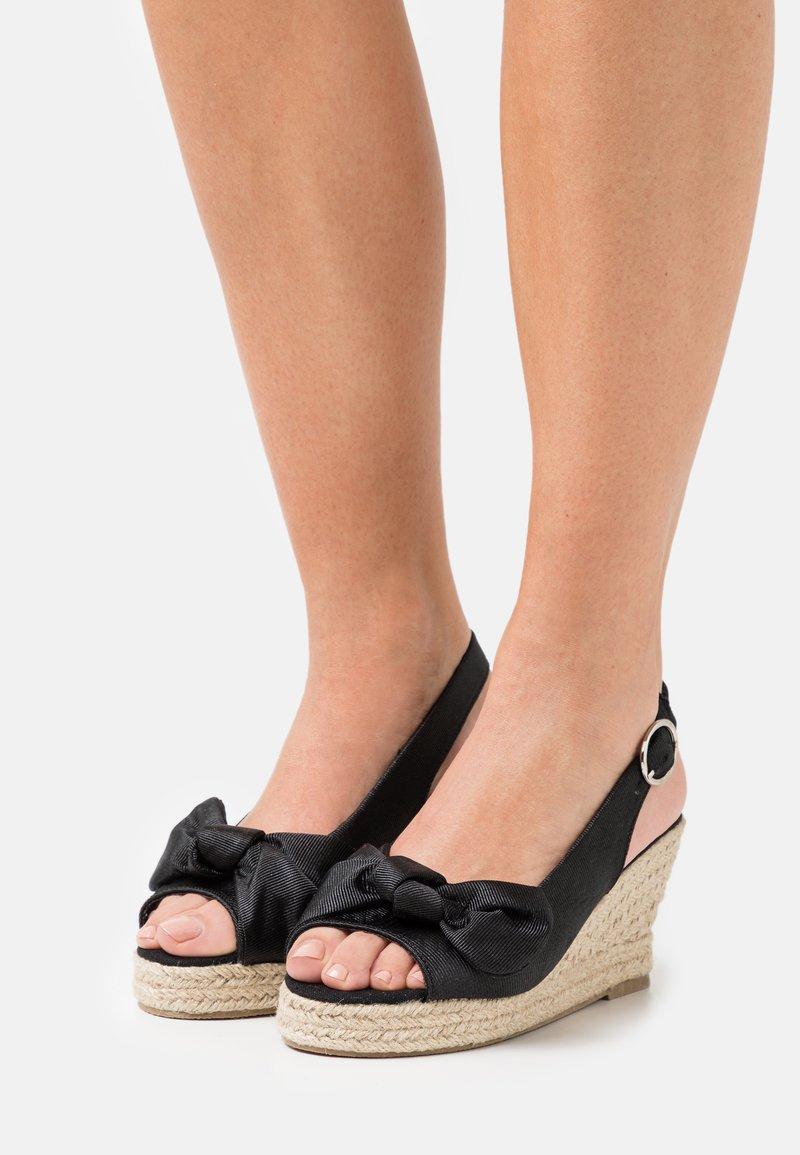 Vero Moda - VMFELIA WEDGE  - Platform sandals - black