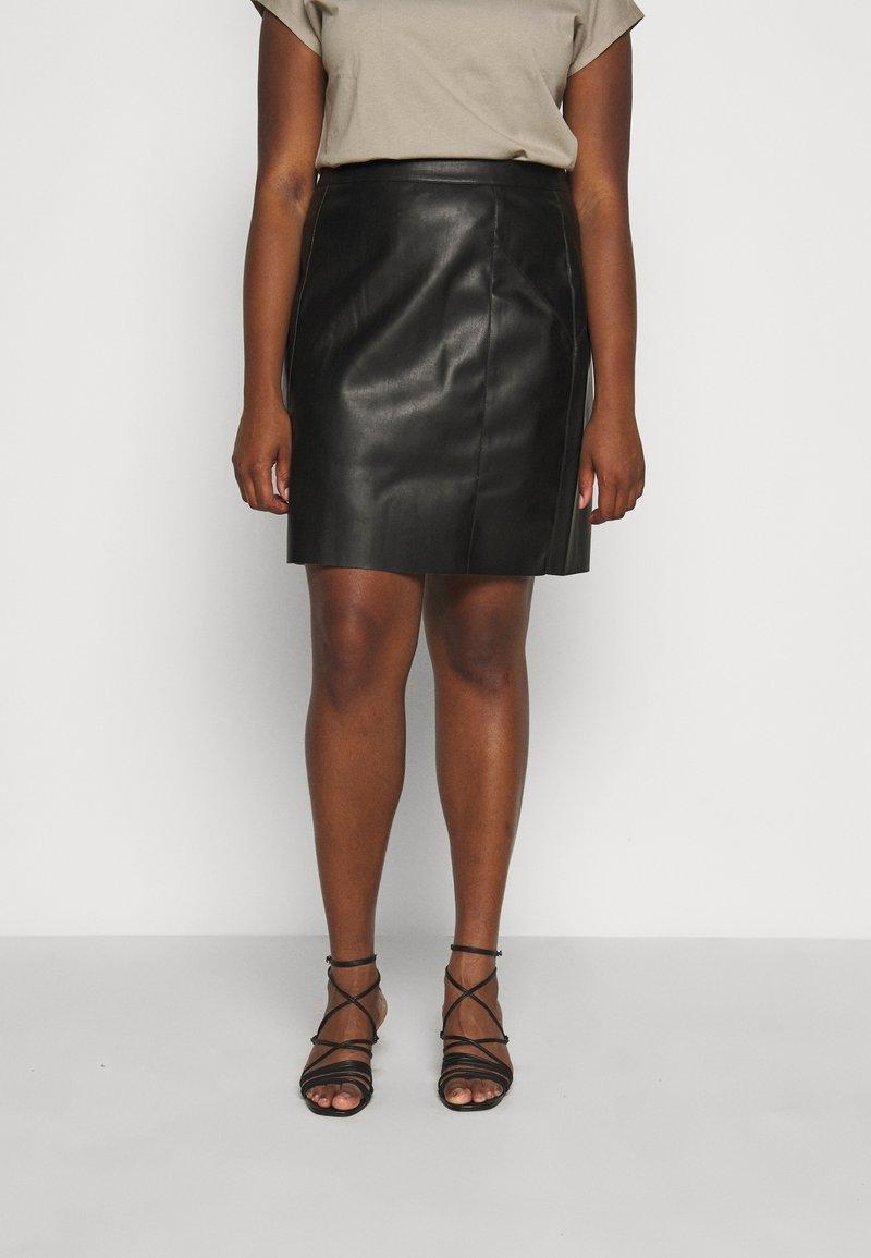 Vero Moda Curve - VMNORARIO SHORT COATED SKIRT - Pencil skirt - black