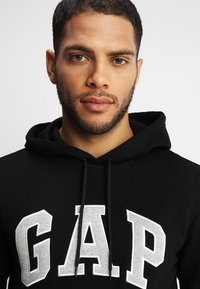 GAP - ARCH - Sweat à capuche - true black - 4