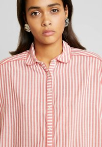 Scotch & Soda - MIX WITH PIPING DETAILS IN VARIOUS PATTERNS - Košile - red/white - 4