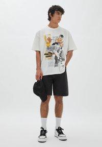 PULL&BEAR - BERMUDA - Denim shorts - mottled black - 1