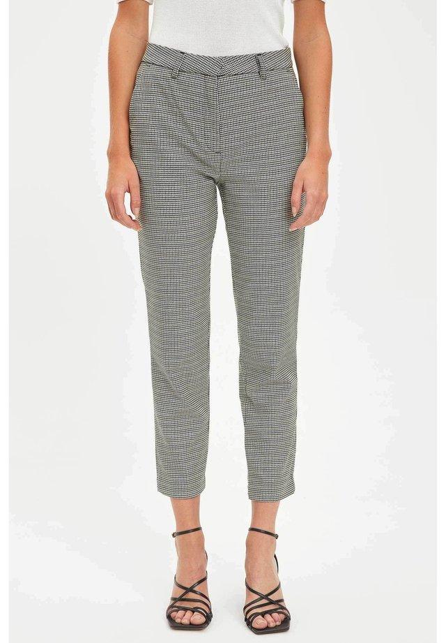 Pantalones chinos - black