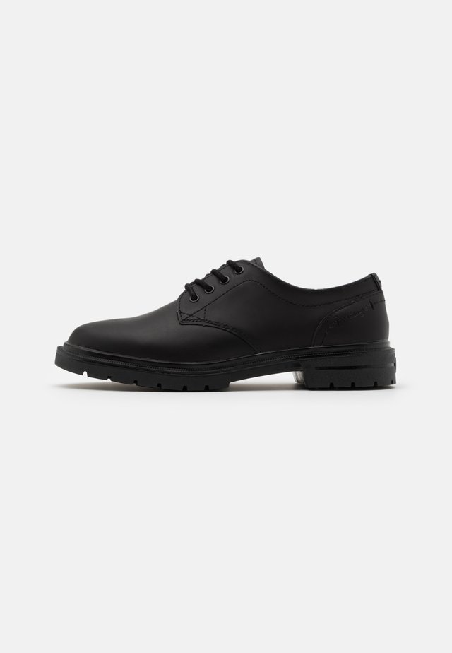 SPIKE DERBY - Oksfordki - black