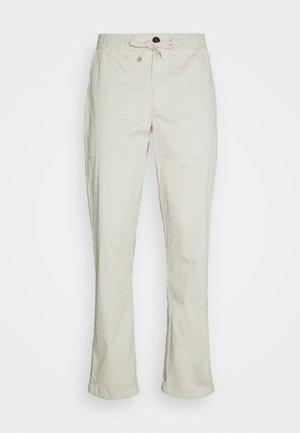AKJOHN ELA CUFF - Trousers - brown rice
