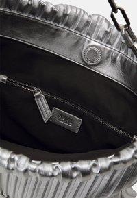 KARL LAGERFELD - KUSHION FOLDED TOTE - Tote bag - silver - 4