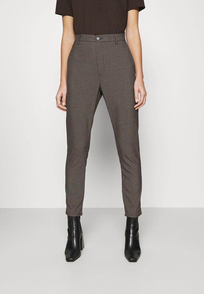 Hope - NEWS EDIT TROUSERS - Trousers - khaki brown