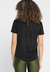 Nike Performance - MILER - T-Shirt print - black/silver - 2