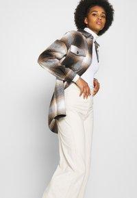 Noisy May - NMFLANNY CHECK  - Button-down blouse - birch/brown sugar/dark brown/black - 3