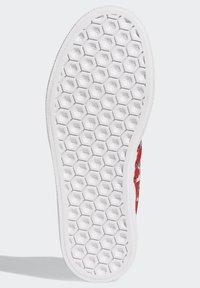adidas Originals - DISNEY SPORT GOOFY - Skate shoes - red - 6
